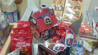 クリスマスの向けて、可愛いチョコレートやクッキーのお菓子が揃っています。