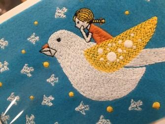 繊細な刺繍