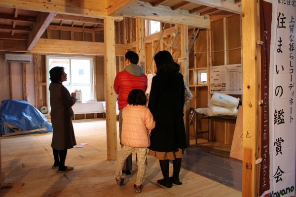 カヤノの家の性能や構造をお聞き頂いたところで、建築中のモデルハウスをご案内します