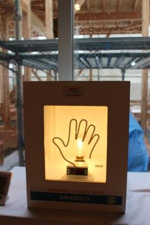 窓のガラスにも性能の違いがあります 実際に触れて頂くとよくわかります!