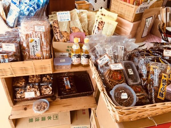 東北のかりんとうや 京都のちりめん山椒を ご用意しています。