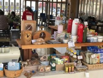 木の時計や食品、キッチン雑貨などお持ち致します。