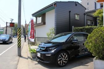 電気自動車も充電中