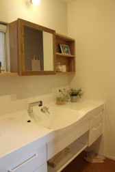 洗面の鏡のフレーム