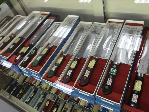 種類豊富です。 刺身包丁やペティナイフもございます。