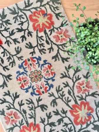 「ペマチャンデン」 ″ペマ″とは空想上の美しい花のことを指し、希望の花といわれています。