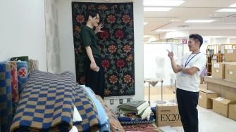 壁につるす絨毯を選んでいます。 のるぶりんか様