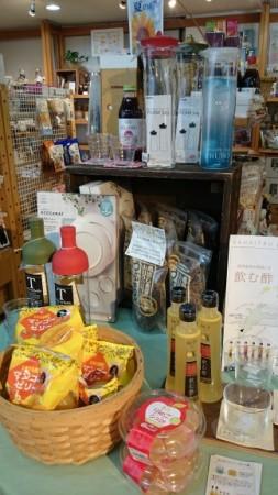 季節のコーナーも充実! 夏なのでウォータージャグやグラスなど、 涼しげな商品を並べました。