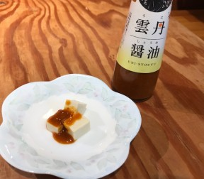 「チーズのような島豆腐」に雲丹醤油をかけてみました。
