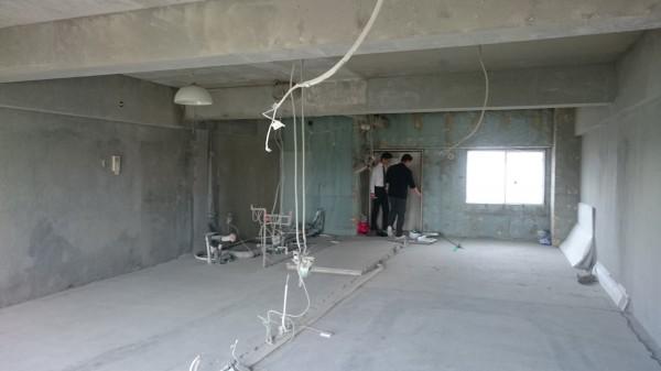 電気の配線などが少し見えますが、全て無くなった1室です。