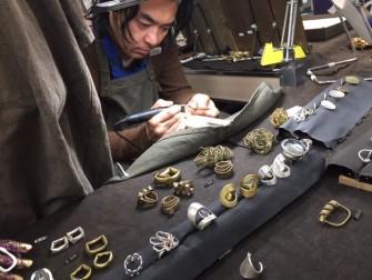 奈良のタウの木の真鍮やシルバーのアクセサリーを 嬉しそうに選ぶ方が多かったです。