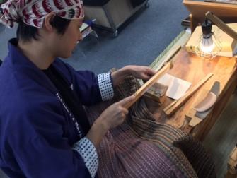 信州のお六櫛のへんみ櫛店 さんの櫛は、多くのお客様の髪を綺麗にして暮れました。