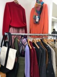 冬物セーター(一部セール品あり!)や新商品の春物コーデもございます!