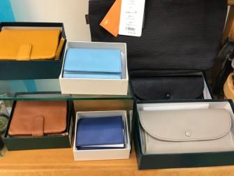 綺麗な色のイタリア製の革を使用したお財布。