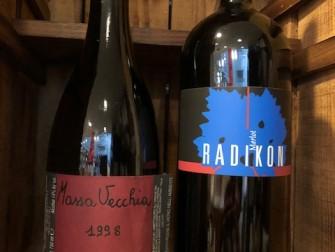 左:マッサヴェッキア1998(赤) ¥16,000+税 右:ラディコンメルロー1999(赤) ¥21,000+税