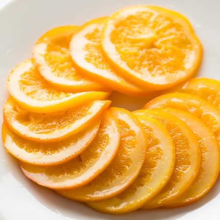 オレンジ約2個分が綺麗にスライスされています。
