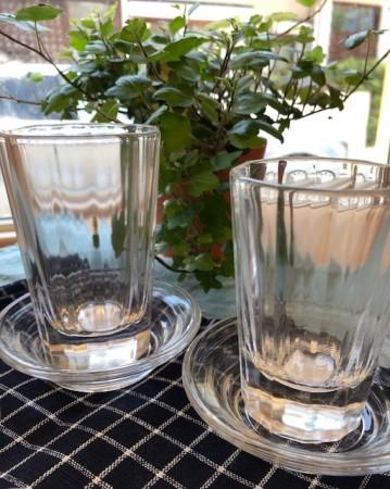 飲み屋の厚口グラス 左:グラス大¥1,400+税 右:グラス小¥1,200+税 受け皿:¥800+税