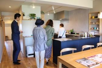 キッチンのスタイルは、女性の方には大いに興味が持てるスペースでした