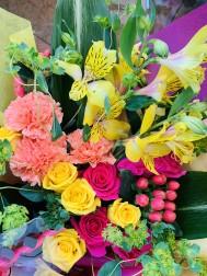 花束だって承ります! 華やかな芍薬も入荷してますよ!