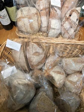パネッツァのパン。ハーフサイズ(1/4サイズ)もご用意あります。