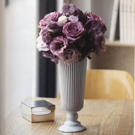 フレンチ・アンティーク 2,200円(税別) アンティーク調の花器には、クラシックなバラを。