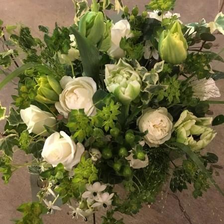 グリーン×白のおしゃれな花束