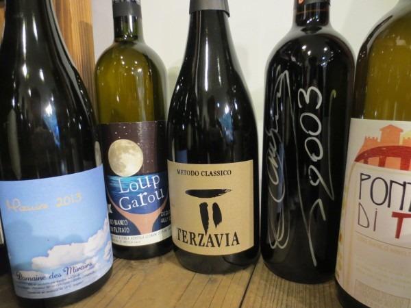 他にもたくさんのワインを揃えております。左からMIZUIRO、ルガルー2013、グリッロエクストラヴリュットメトドクラシコ、エゴ2003、ポンデテトイ
